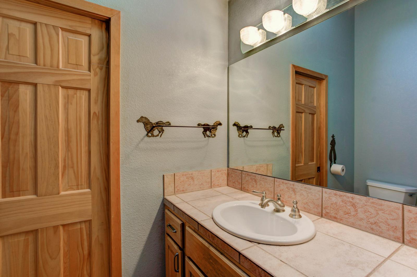Listassistimage-115861-thumbnail-1572%2bsugarbush%2bdrive_bathroom02-1600x1600