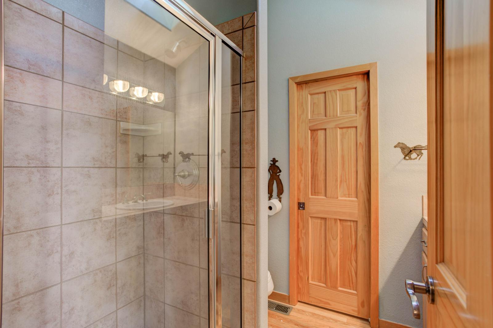 Listassistimage-115862-thumbnail-1572%2bsugarbush%2bdrive_bathroom02-1600x1600