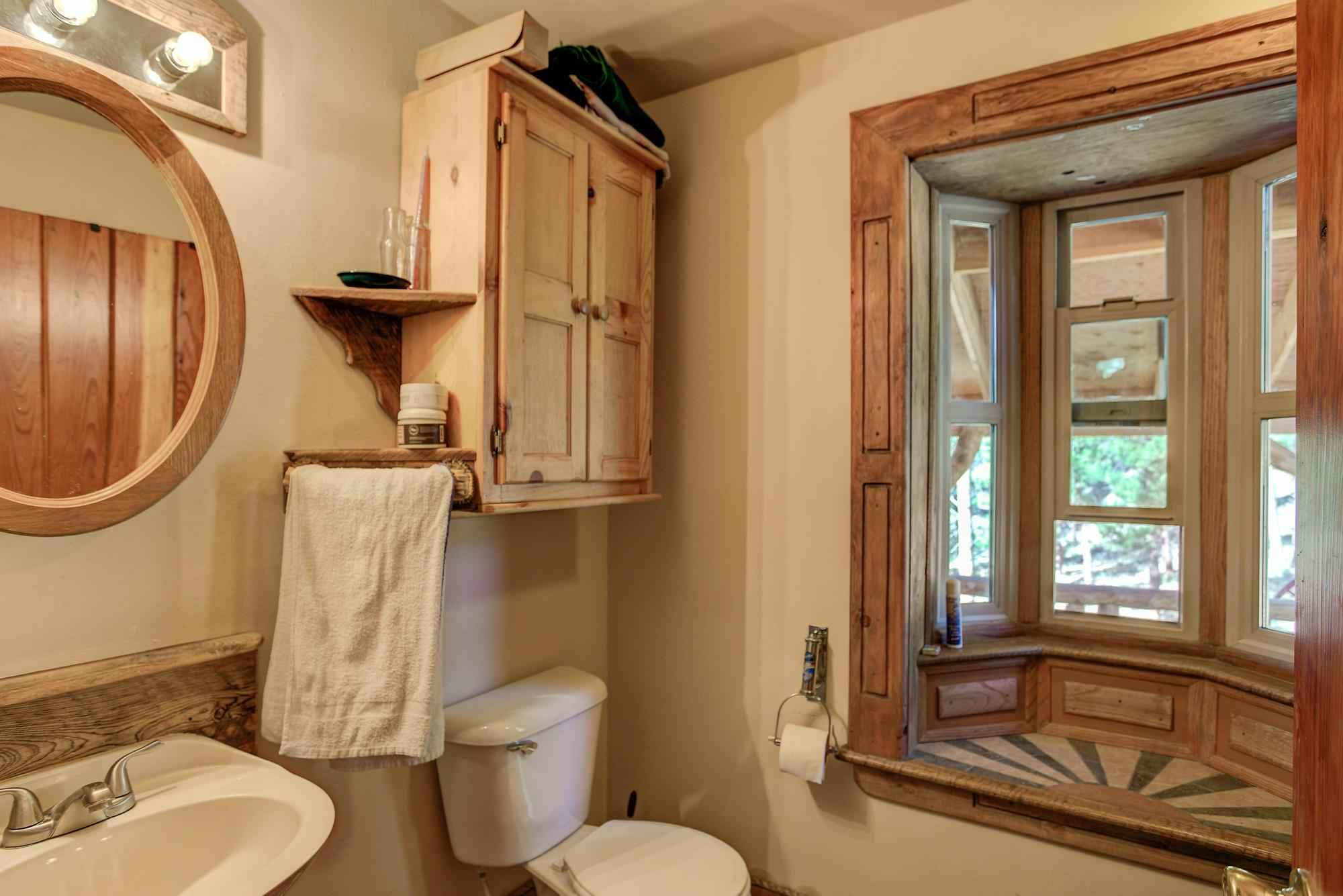 Listassistimage-228985-web_ready-29462%2bhigh%2broad_bathroom-2000x2000