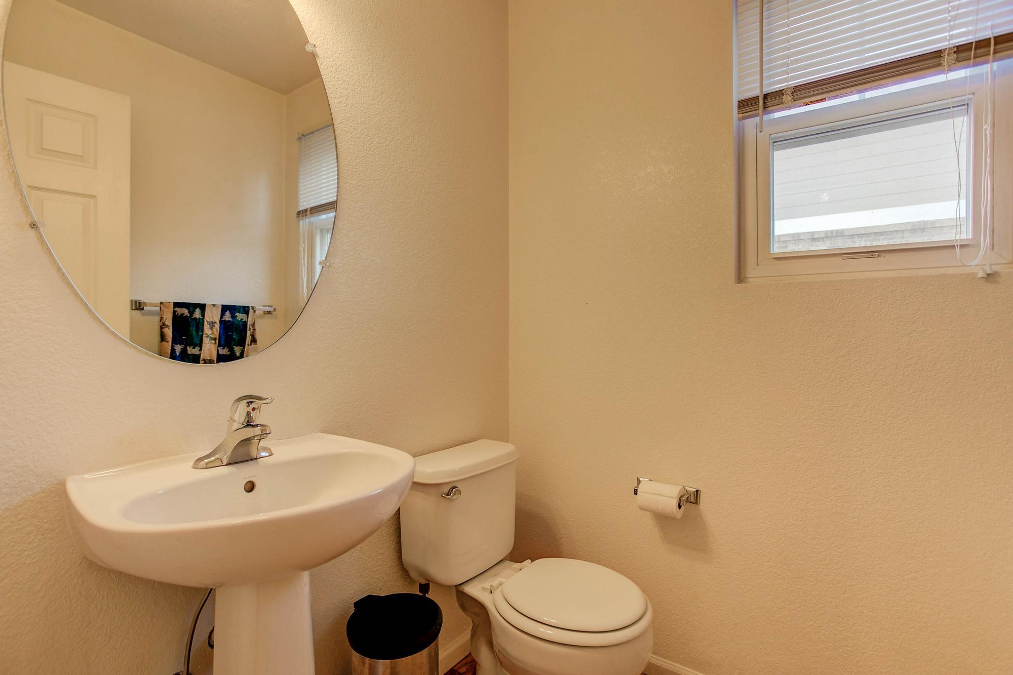 Listassistimage-298791-web_ready-20344%2beast%2bvassar%2bavenue_bathroom2-2000x2000