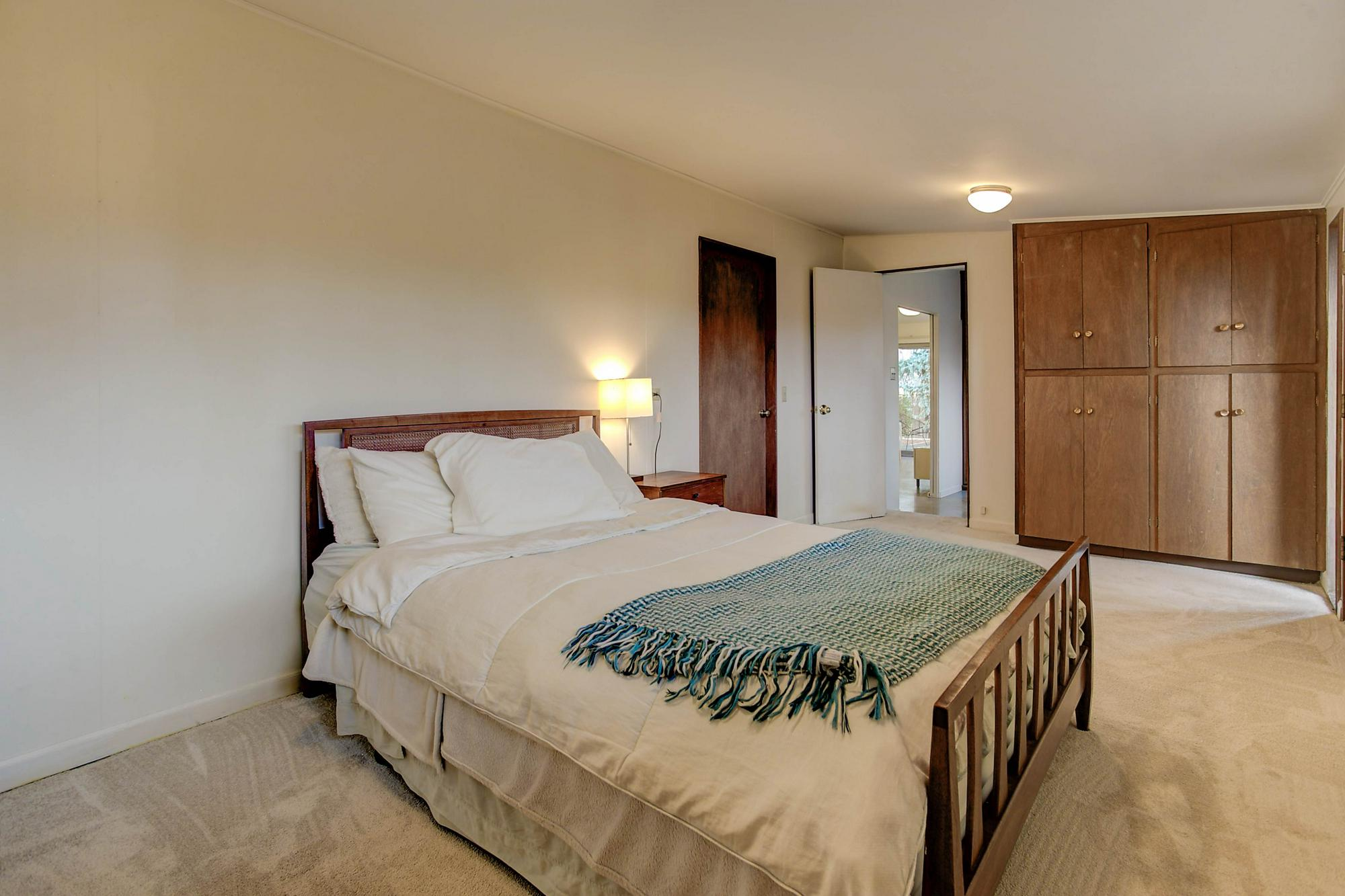 Listassistimage-84046-web_ready-3011%2bsouth%2bfranklin%2bstreet_masterbedroomd-2000x2000