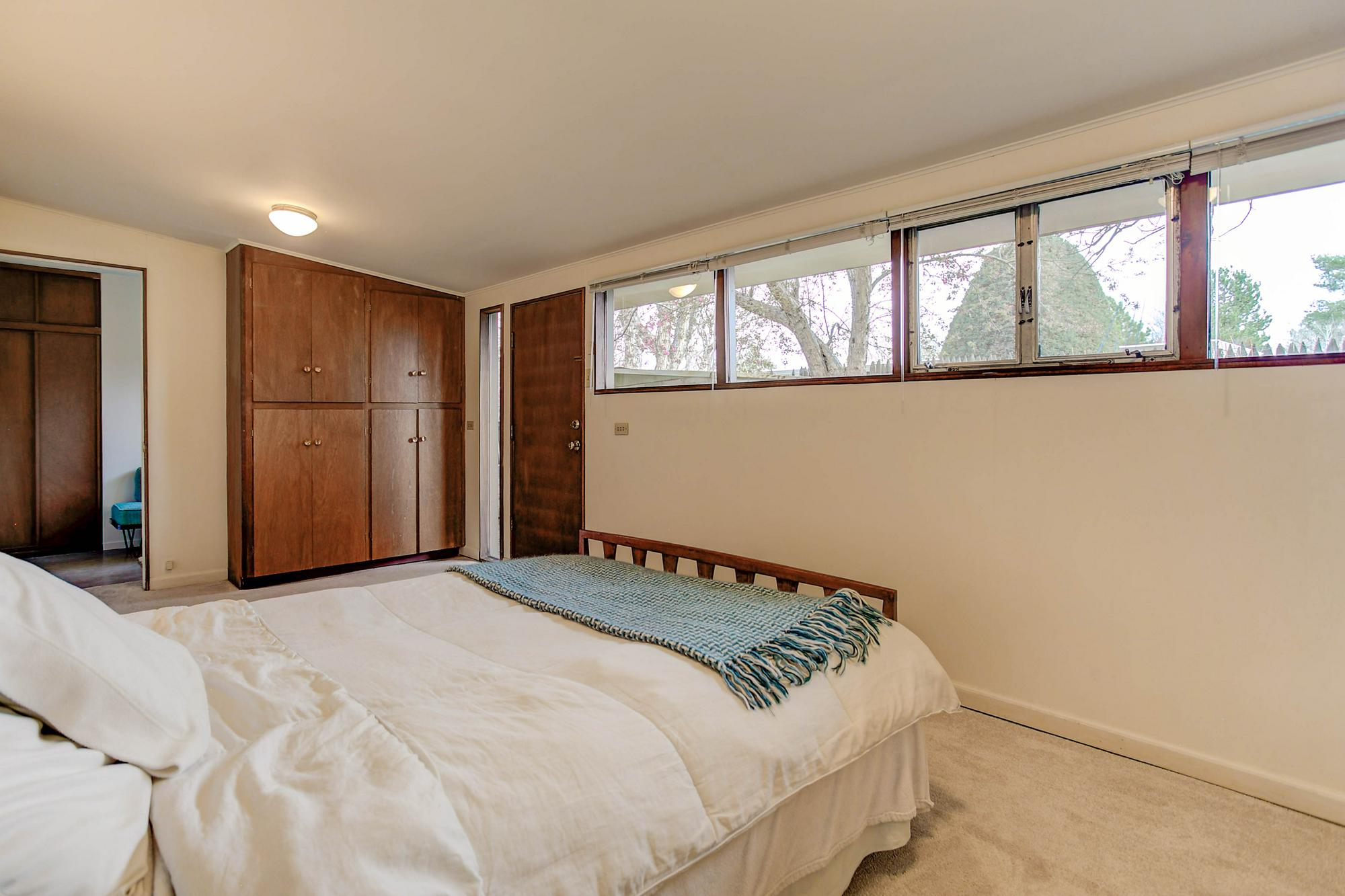 Listassistimage-84047-web_ready-3011%2bsouth%2bfranklin%2bstreet_masterbedroome-2000x2000
