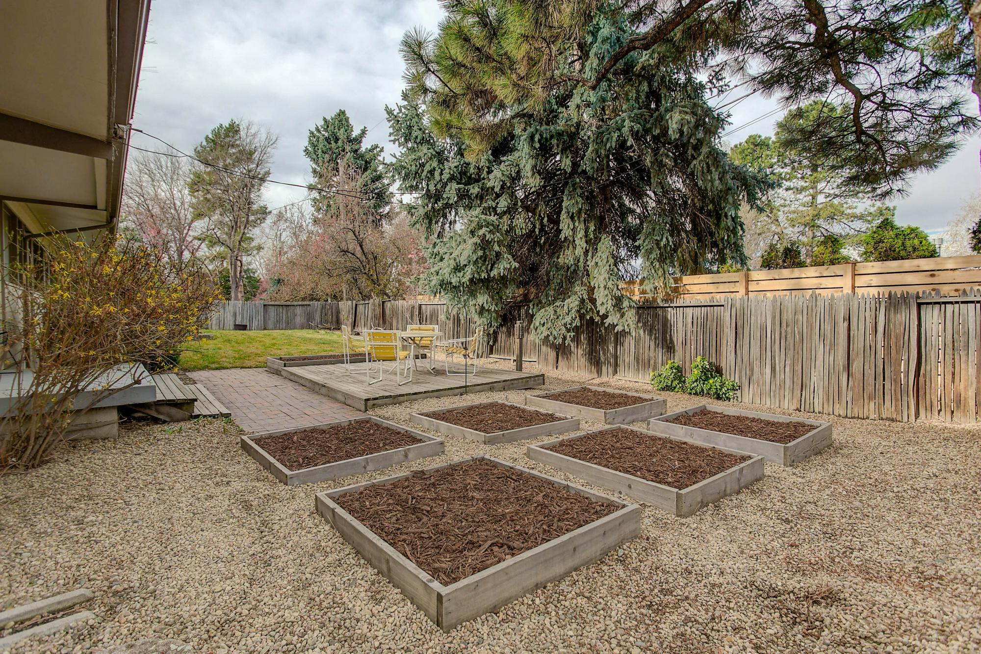 Listassistimage-84053-web_ready-3011%2bsouth%2bfranklin%2bstreet_plantingbeds-2000x2000